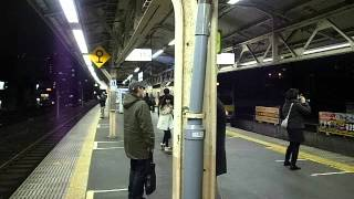 Entering Okubo Station - Platform Views 大久保駅を入る - ホームビュー 130305