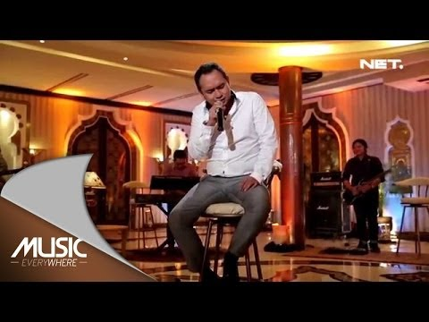 Bebi Romeo - Aku Cinta Kau Dan Dia - Music Everywhere video