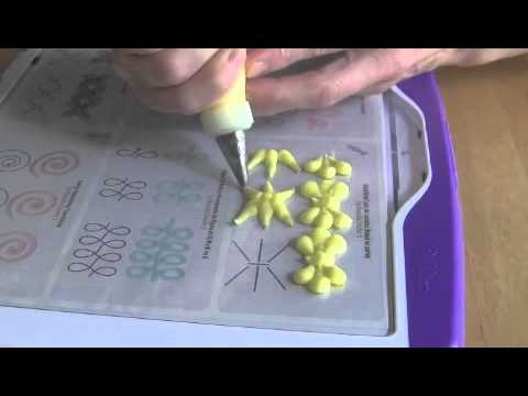 Cake Decorating Piping Design : Cake Decorating Piping Techniques: How to Make Bead Bows ...