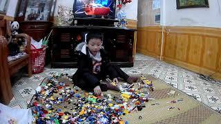 BÉ KEM CHƠI LEGO- DUC HOA