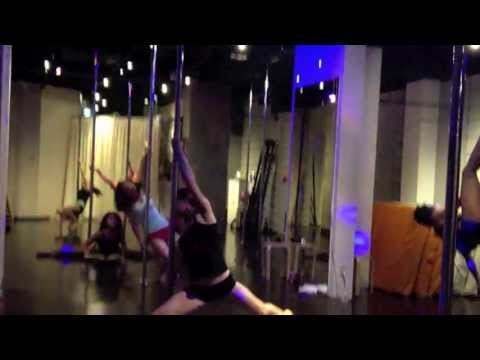 Beginner-Intermediate class by Diana@Pole Dance Tokyo