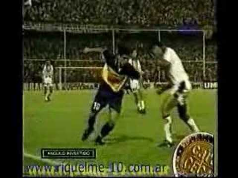 Riquelme Greatest Ever Nutmeg Great Football Skill!