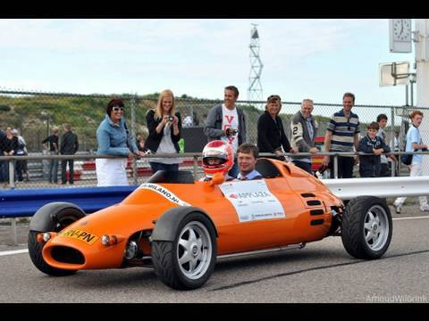 Maarten Memorial 2010: Jan Peter Balkenende in the LCC Rocket car Prime minister Jan Peter Balkenende was also present at the Maarten Memorial 2010 event, an...