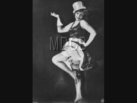 Marlene Dietrich - Kinder, Heut Abend, Da Such Ich Mir Was Aus (From Der Blaue Engel)