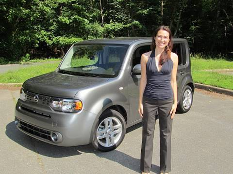 Roadfly.com - 2010 Nissan Cube Road Test and Review by Elizabeth Kreft