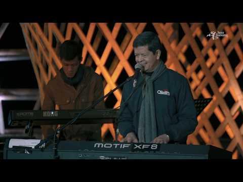 Download  Candra Darusman Project live at Jazz Gunung Bromo 2019 -  Kau Gratis, download lagu terbaru