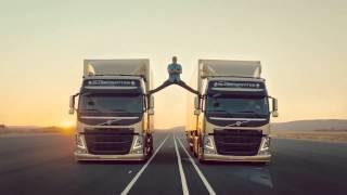 Jean Claude Van Damme does a split between 2 Volvo Trucks