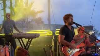 Watch Billy Currington Swimmin