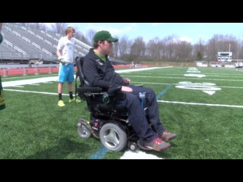 Watch brain chip help paralyzed boy move