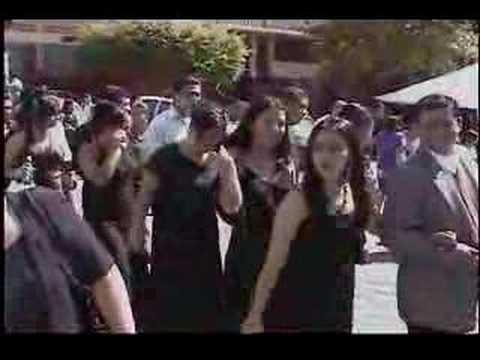 Desfile de Bachilleres del INJI por el pueblo.