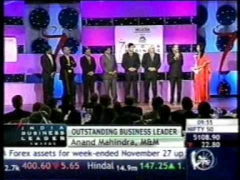 Anand Mahindra receives the CNBC Outstanding Business Leader of the Year Award!