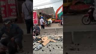 Tai nạn giao thông và một người năm xuống!