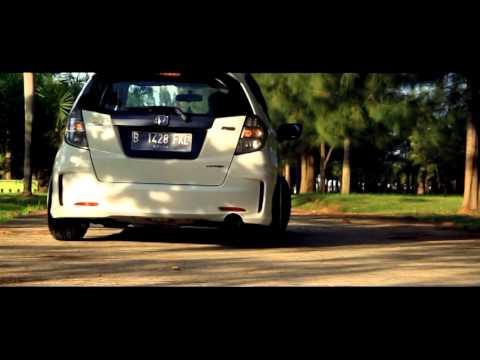 Ahmad's 2013 White Honda Jazz RS
