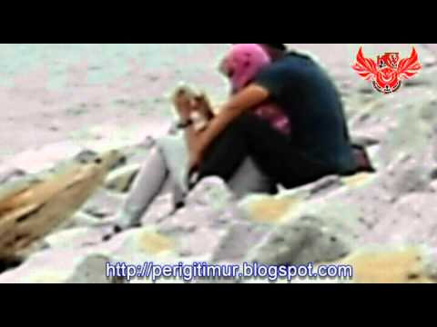 Dua Gadis Bertudung DiPeluk Erat Di Pantai Cahaya Bulan Negeri Serambi Mekah