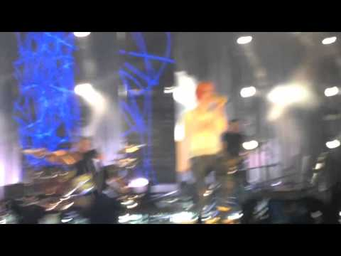 Paramore in Fresno- Misery Business- VERY SHORT