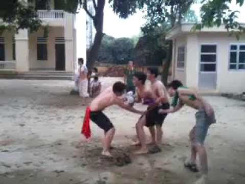 Game | Trò chơi đá cầu cởi quần áo | Tro choi da cau coi quan ao