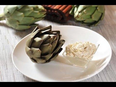Alcachofas con aderezo de huevo - Artichoke with egg dressing - Cómo comer alcachofas