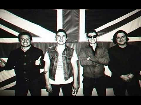 Arctic Monkeys Do I wanna know (Better voice quality)