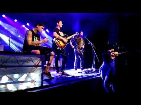 Pierce The Veil - Kissing In Cars Live