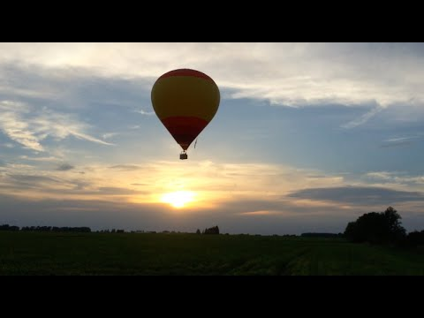 2 Hot-Air Balloons Race & We Chase - Aug 25, 2014