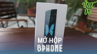Vật Vờ - Mở hộp BPhone bản thương mại đầu tiên: Màu đen, 16GB bộ nhớ trong