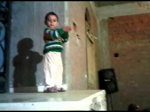 رقص طفل فى فرح شعبى جاامد thumbnail