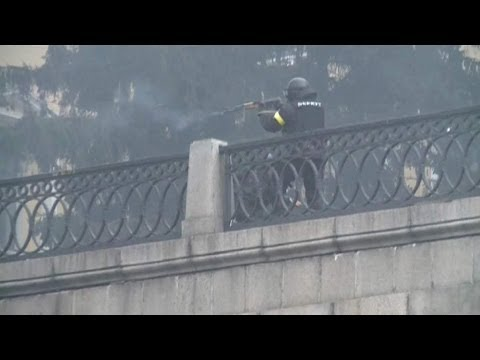 Sniper Picks Off Protesters In Kiev As Police Tell Residents To Stay Inside