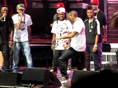 Chris Brown joins Lil Wayne on stage Aug. 2, 2009