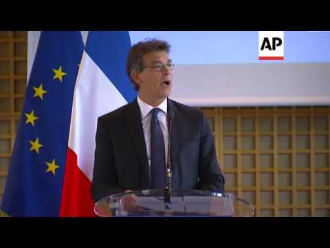 Outgoing economy minister comments after Hollande dissolves govt, orders PM to form new Cabinet