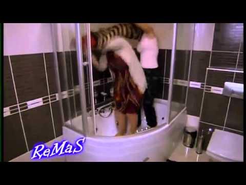 لميس عارية في الحمام