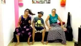 Bangladeshi girls doing lungi dance. (Yo Yo Honey Singh)