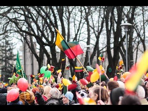 Kovo 11-osios minėjimas Kaune: iš dangaus leidosi parašiutininkai su trispalvėmis