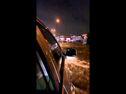 Riyadh heavy rain 16 nov 2013 roads full of water.