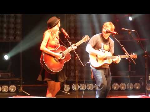 """Download Ed Sheeran and surprise guest Taylor Swift """"Everything Has Changed"""" at MSG 11/1- HQ Mp4 baru"""