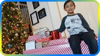 WHAT I GOT FOR CHRISTMAS! Christmas Morning Opening Presents - SuperBaby Colors