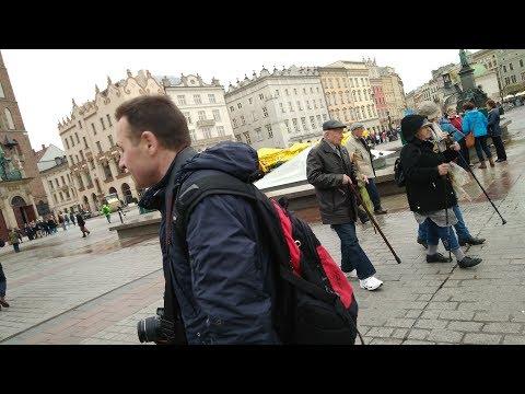 26 04 17 Польша. Краков. Достопримечательности.  Пенсионеры: наши и европейские