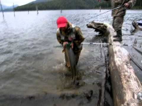 Ловля налима осенью видео   Успешная рыбалка