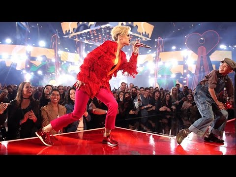 Katy Perry - Chained To The Rhythm ft. Skip Marley (iHeartRadio Awards 2017)