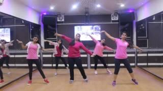 Girls Dancing on Song Kaari Kaari | Pink