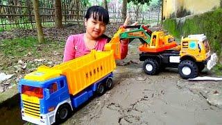 Đồ chơi máy xúc xe tải chở cát đá Excavator truck toys by Giai tri cho Be yeu