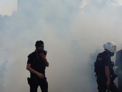 Video: RT crew teargassed as Istanbul burns in protests