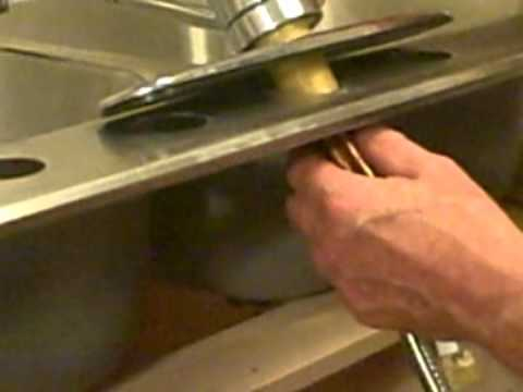 Installing a Kitchen Faucet - Single Handle Pull Out Kitchen Faucet