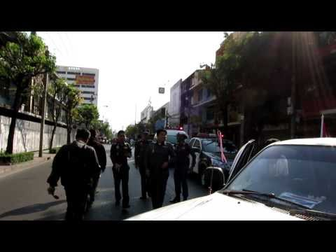 Bangkok Shutdown January 17 2014 – Ground-level view of police commanders arriving