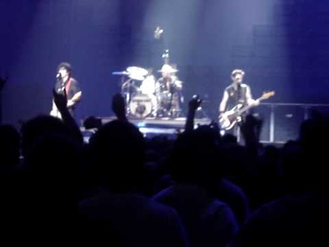 Green Day - Castaway and When I Come Around @ MSG, NYC