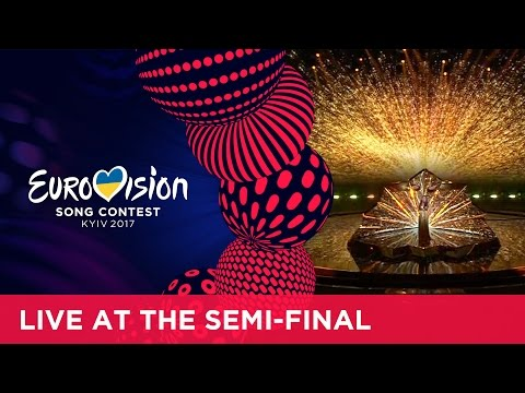 Lucie Jones - Never Give Up On You (United Kingdom) at the first Semi-Final