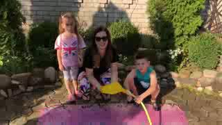 Kids and Mommy playing with Giant Water Balloon TWIN TWIN TV
