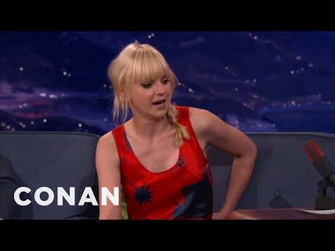 Anna Faris Made Out With Her TV Mom