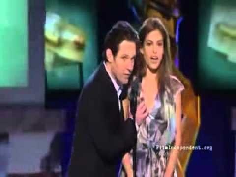 Giler  Aktor Paul Rudd Memegang Payudara Eva Mendes Di Live Show!!