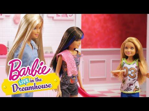 Una pequeña mansión de los sueños | Barbie LIVE! In The Dreamhouse | Barbie