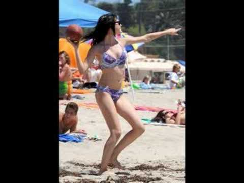 Hot Selena Gomez In a Bikini!!